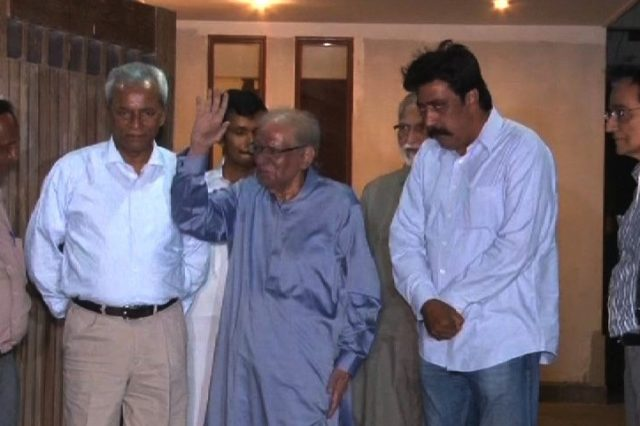 Saeed-uz-Zaman Siddiqui (in the Center) New Governor of Sind. Photo Samaa TV